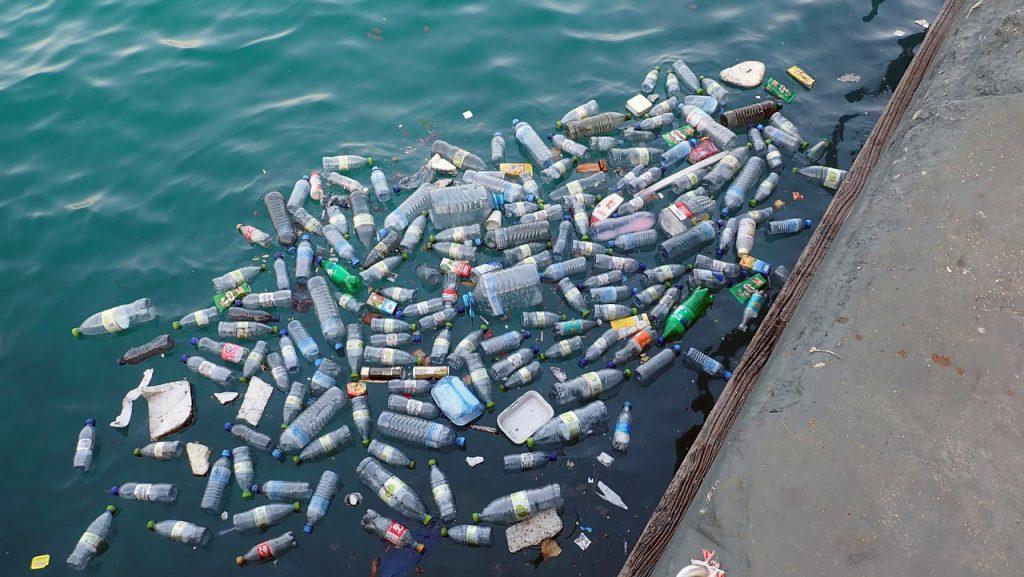 műanyag a vizekben